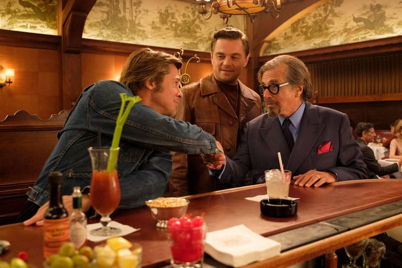 """Na quarta-feira (22), Quentin Tarantino esteve em Cannes para a coletiva de imprensa de """"Era Uma Vez em Hollywood"""" com e Brad Pitt, Leonardo DiCaprio e Margot Robbie  acabou se estranhando com uma repórter, gerando climão. Foto: Divulgação"""