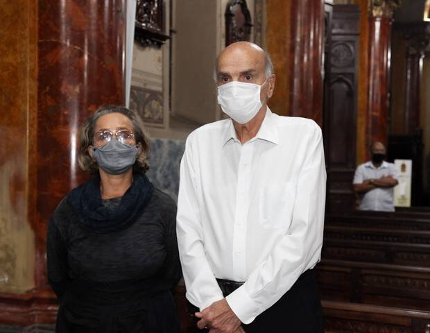 Missa a Sérgio Mamberti: Regina Braga e Dráuzio Varela. Foto: Marcos Ribas/Brazil News