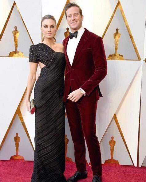 Uau! O ator Armie Hammer e a esposa Elizabeth Chambers simplesmente lacraram na cerimônia do Oscar no último domingo (04). Foto: Reprodução Instagram