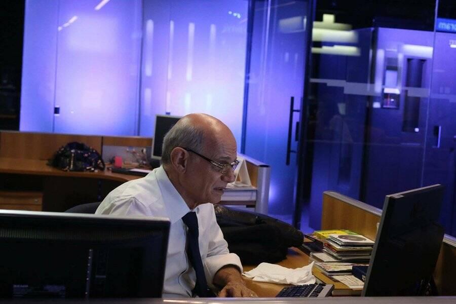 Ricardo Boechat na redação de jornalismo. Foto: Reprodução / TV Band / Instagram
