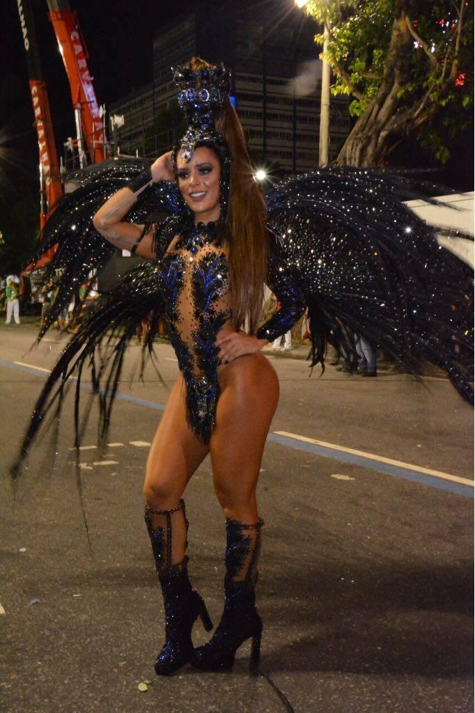 Denise Dias durante o desfile da Inocentes da Belford Roxo. Foto: Rodrigo Mesquita