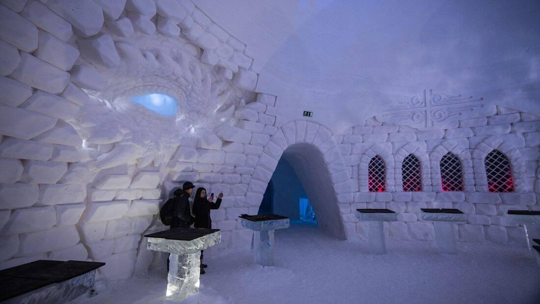 Todo o hotel é composto de neve e gelo e tem uma temperatura de - 5ºC . Foto: Divulgação/Lapland Hotels