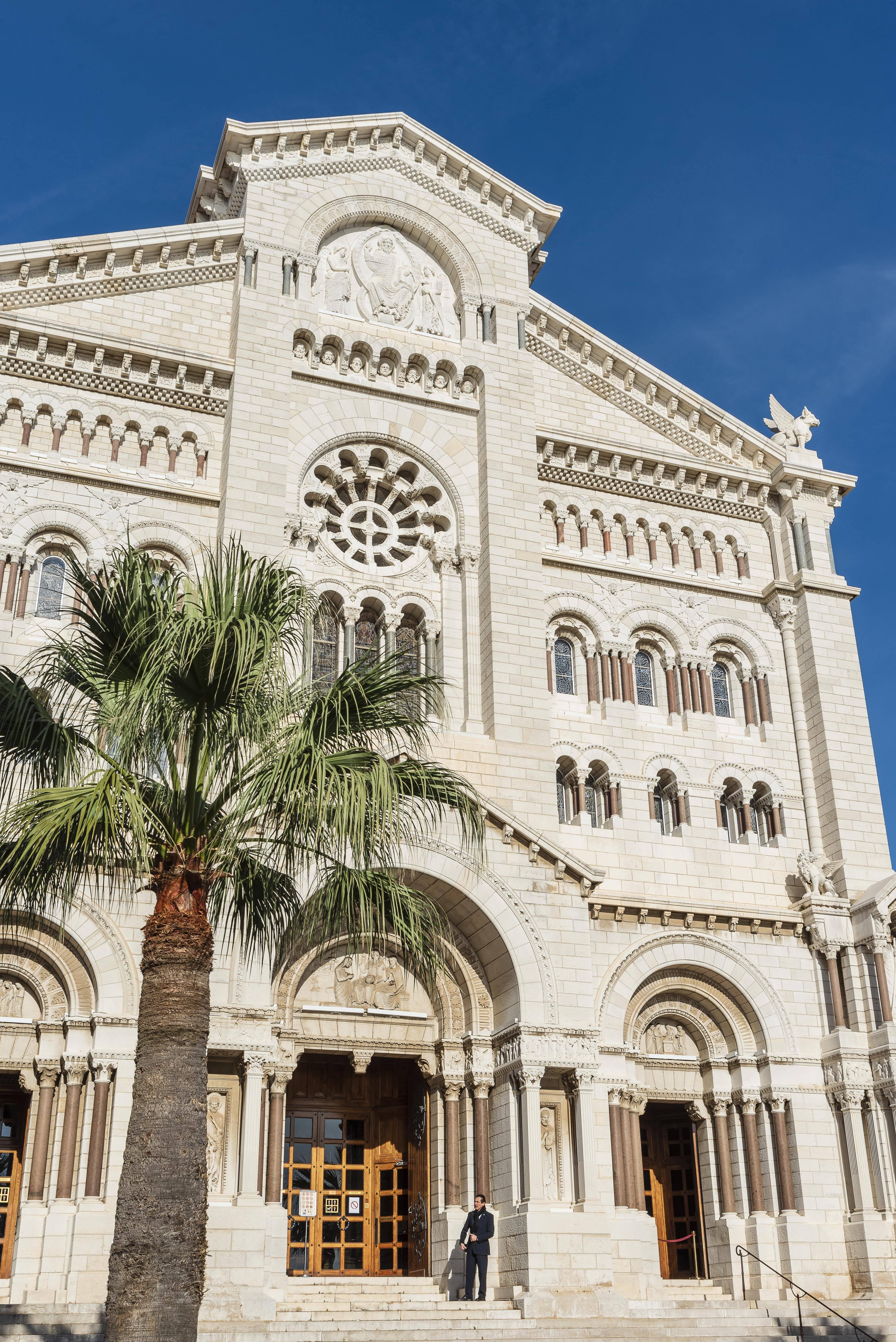 A Catedral de Mônaco recebeu o casamento de Rainier III e Grace Kelly e abriga o túmulo de Kelly. Foto: Société des Bains de Mer-min