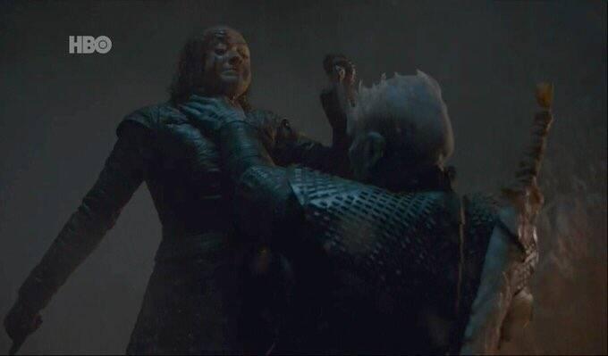 """No episódio de domingo (28) de """"Game of Thrones"""" Arya Stark surpreendeu a todos ao matar o Rei da Noite. Foto: Reprodução"""