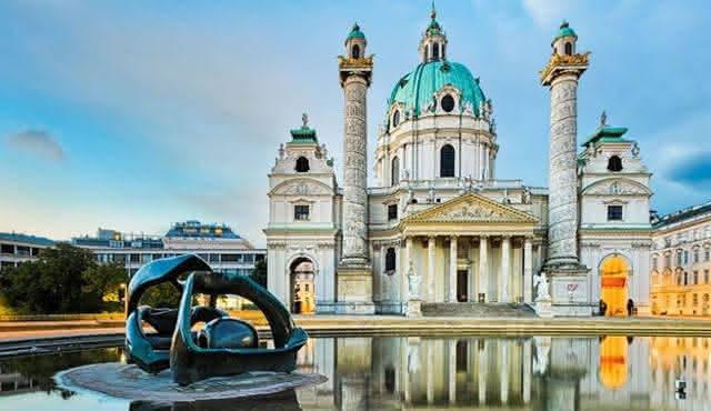 A Karlskirche é uma das catedrais que recebe concertos. Foto: Reprodução/Classictic