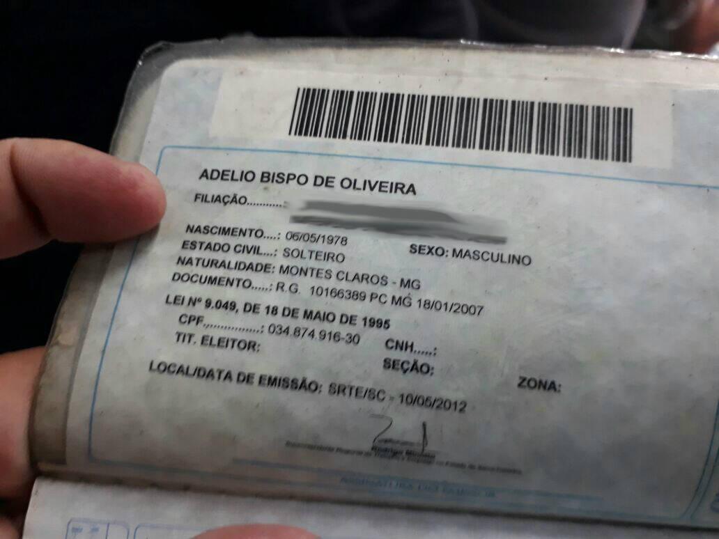 Carteira de trabalho de Adelio Bispo de Oliveira. Foto: Reprodução
