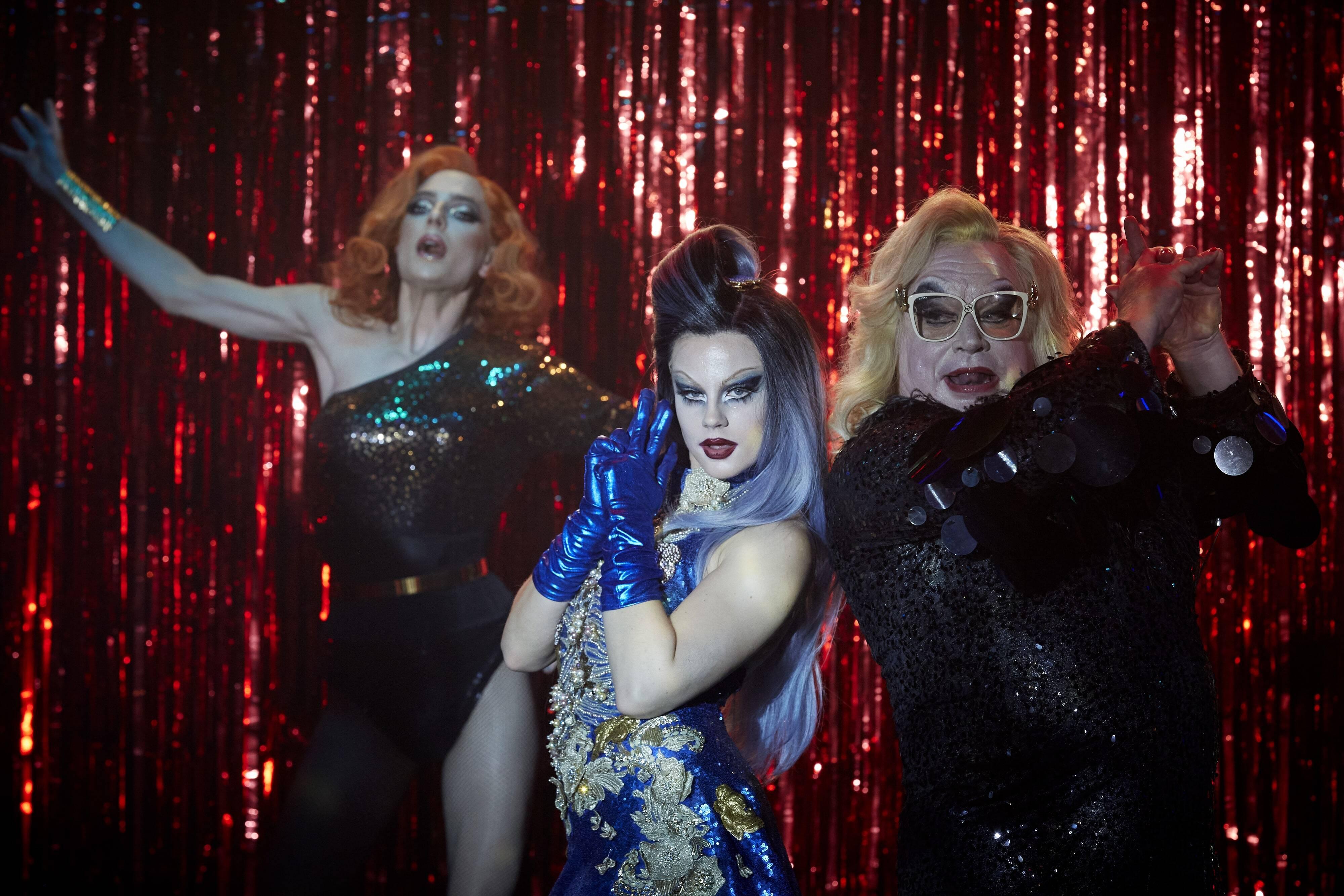 Dancing Queens mostra uma faxineira de clube de drag realizando o sonho de ser dançarina. Foto: Divulgação Netflix