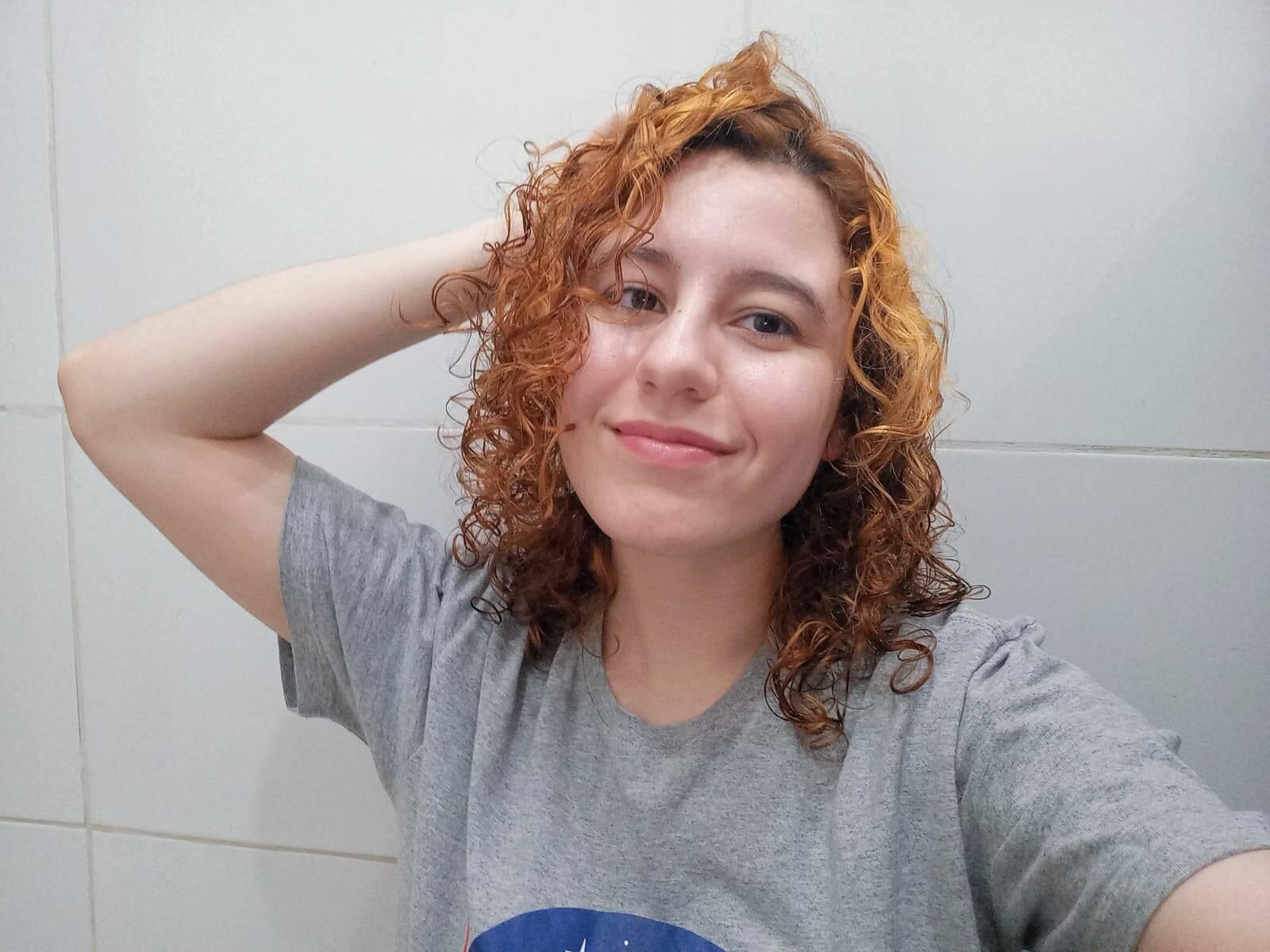 O cabelo logo após a secagem não fica 100% seco; apesar de tirar o frizz e dar definição, o cabelo fica com menos volume. Foto: Acervo pessoal
