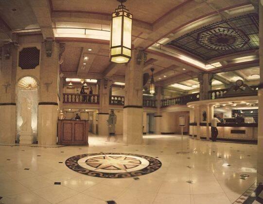 Saguão do Cecil Hotel, em Los Angeles. Foto: The Line Up