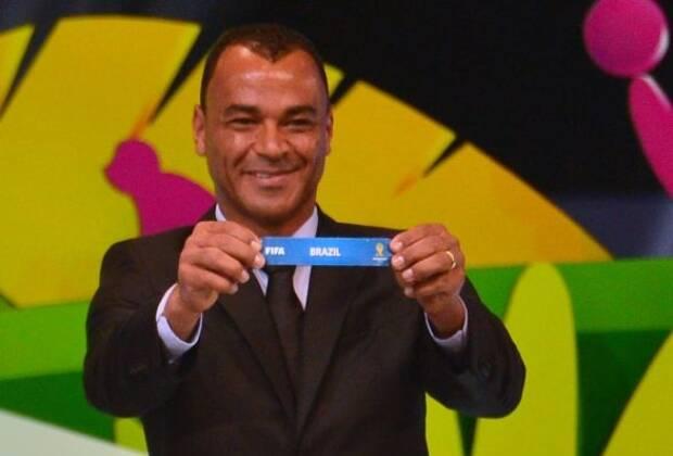 Cafu foi um dos responsáveis por tirar as bolinhas do sorteio da Copa 2018. Foto: CHRISTOPHE SIMON / AFP PHOTO