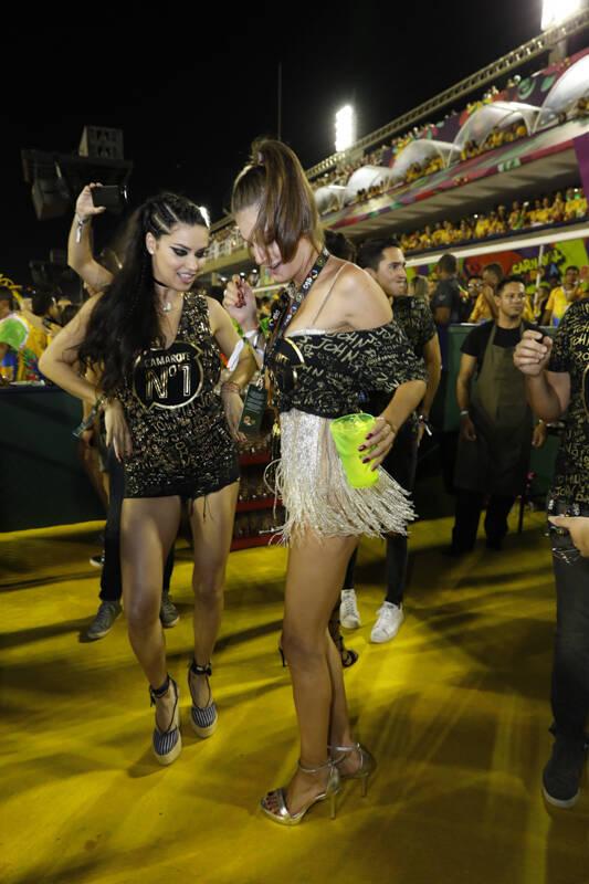 As Angels da Victoria's Secret caíram na folia no Camarote N°1 na madrugada desta segunda (12). Foto: Felipe Panfili/CamaroteNº1