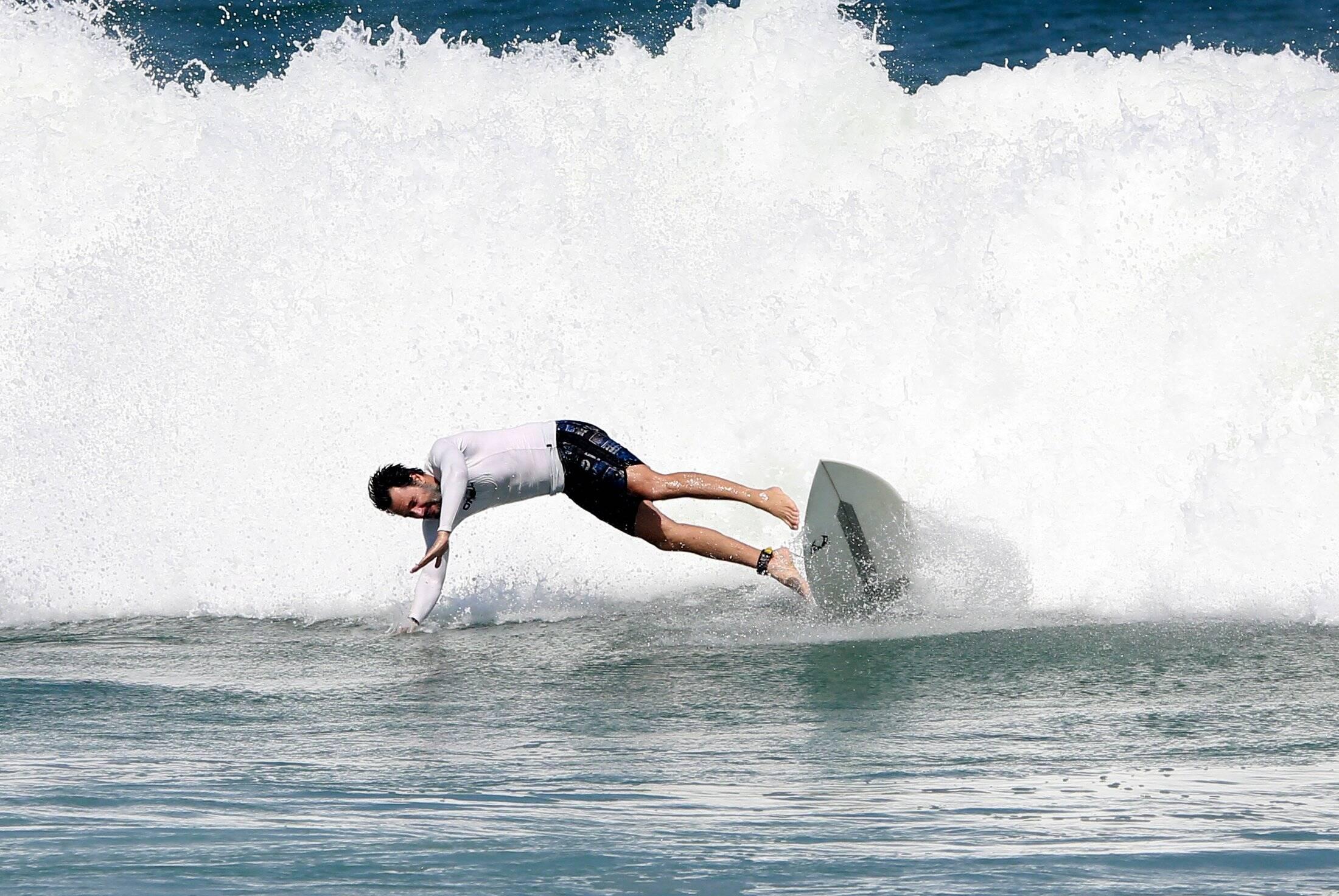 Rodrigo Santoro surfa na praia da macumba, no Rio. Foto: FOTOS: DILSON SILVA / AGNEWS