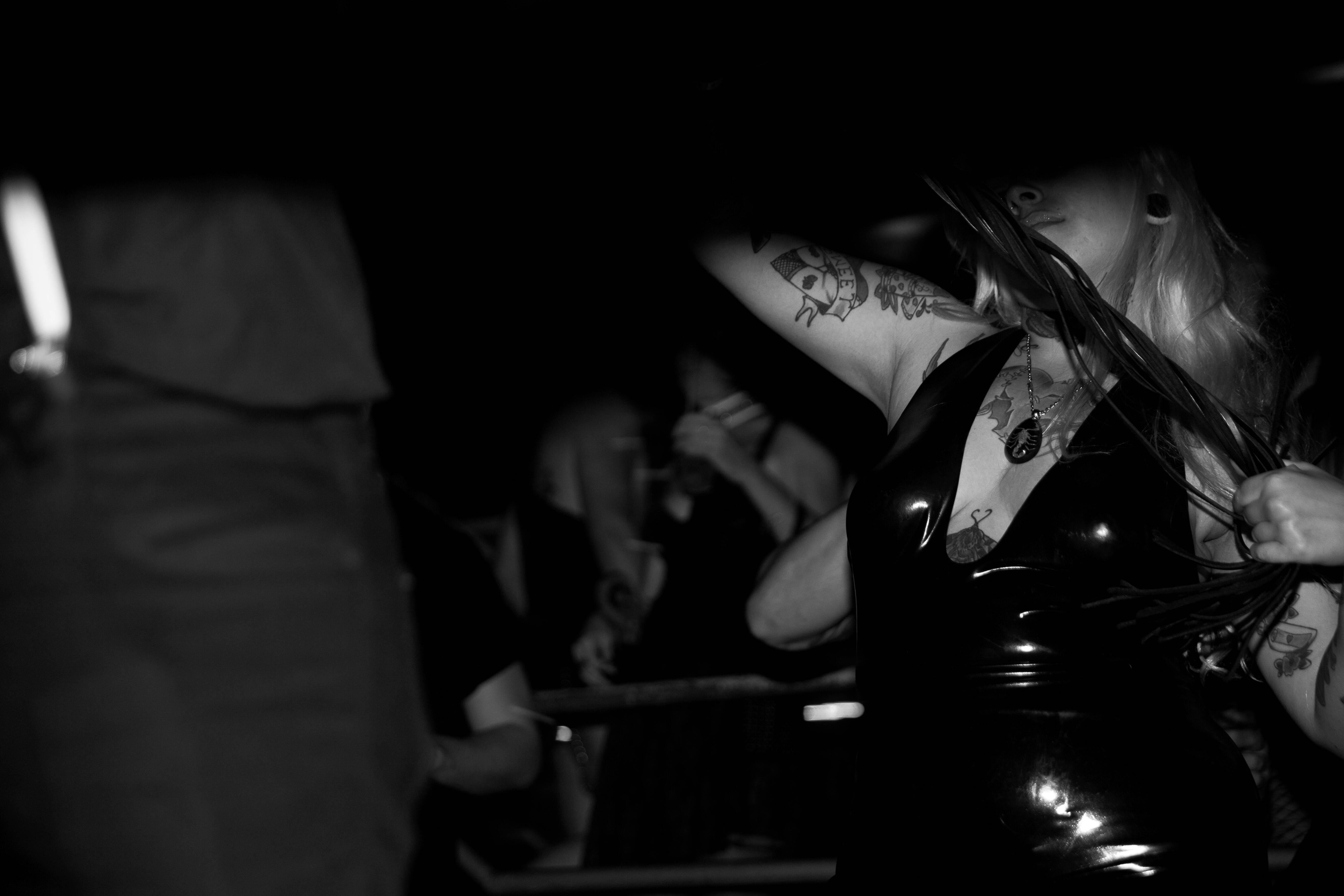 Sem sexo explícito durante o evento, o Projeto Luxúria explora as fantasias sexuais de cada pessoa, se apoiando nas brincadeiras, tecidos e utensílios especiais. Foto: Isa Hansen