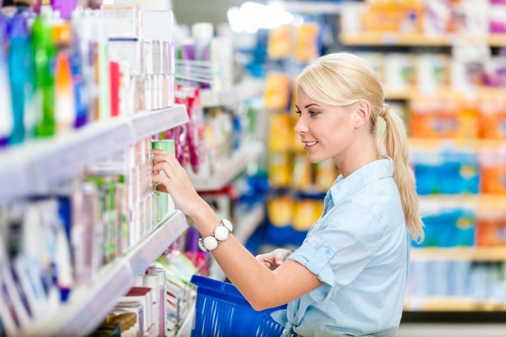 Mulher ou homem precisa procurar produtos específicos para o tipo de cabelo. Foto: shutterstock