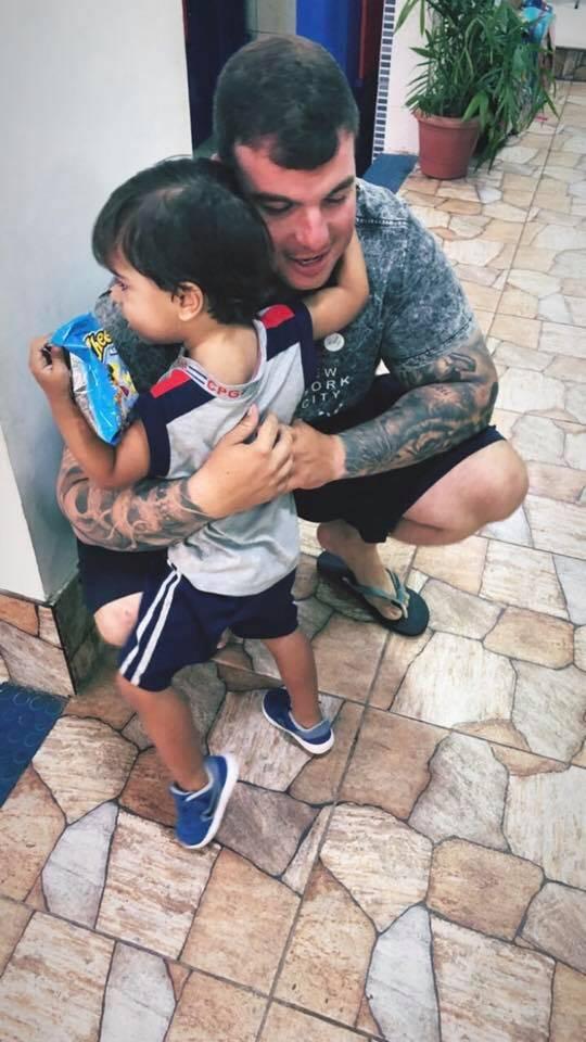 Policial morto no Rio de Janeiro mandou mensagem para o filho de três anos prometendo voltar pra casa pouco antes de ser assassinado. Foto: Reprodução/Facebook