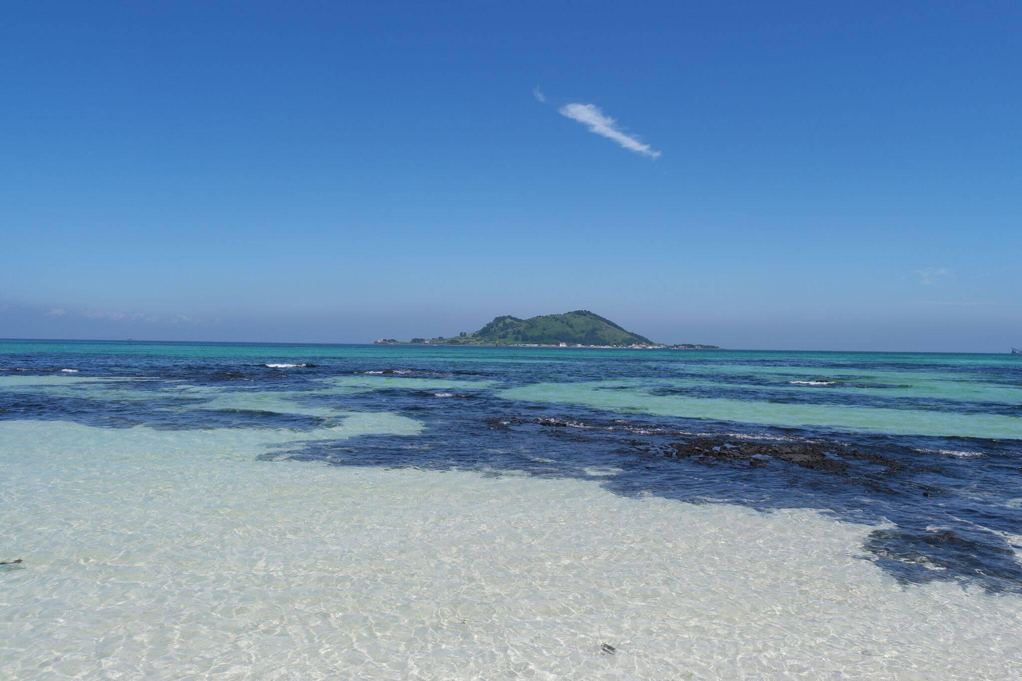 A calma e bela praia Hyeopjae. Foto: Reprodução/Pinterest