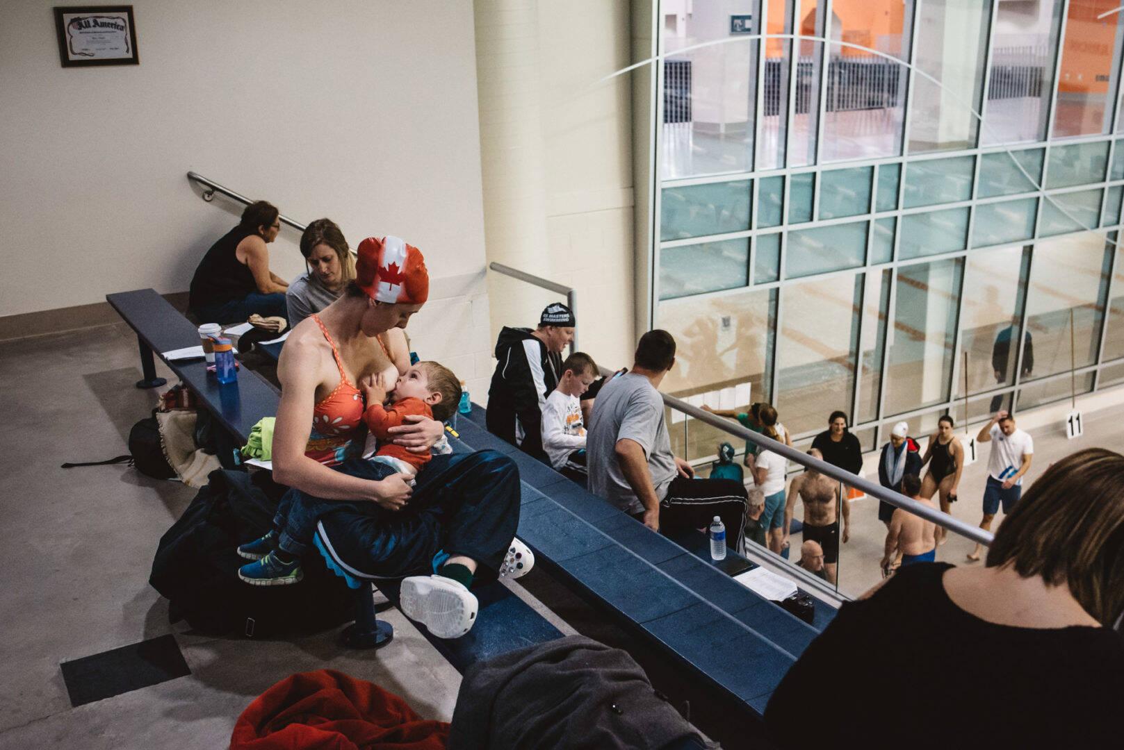 Amamentação   1º lugar no voto popular -  Foto tirada em Serving Rochester, Nova York . Foto: Gabriella Hunt/Gabriella Hunt Photography