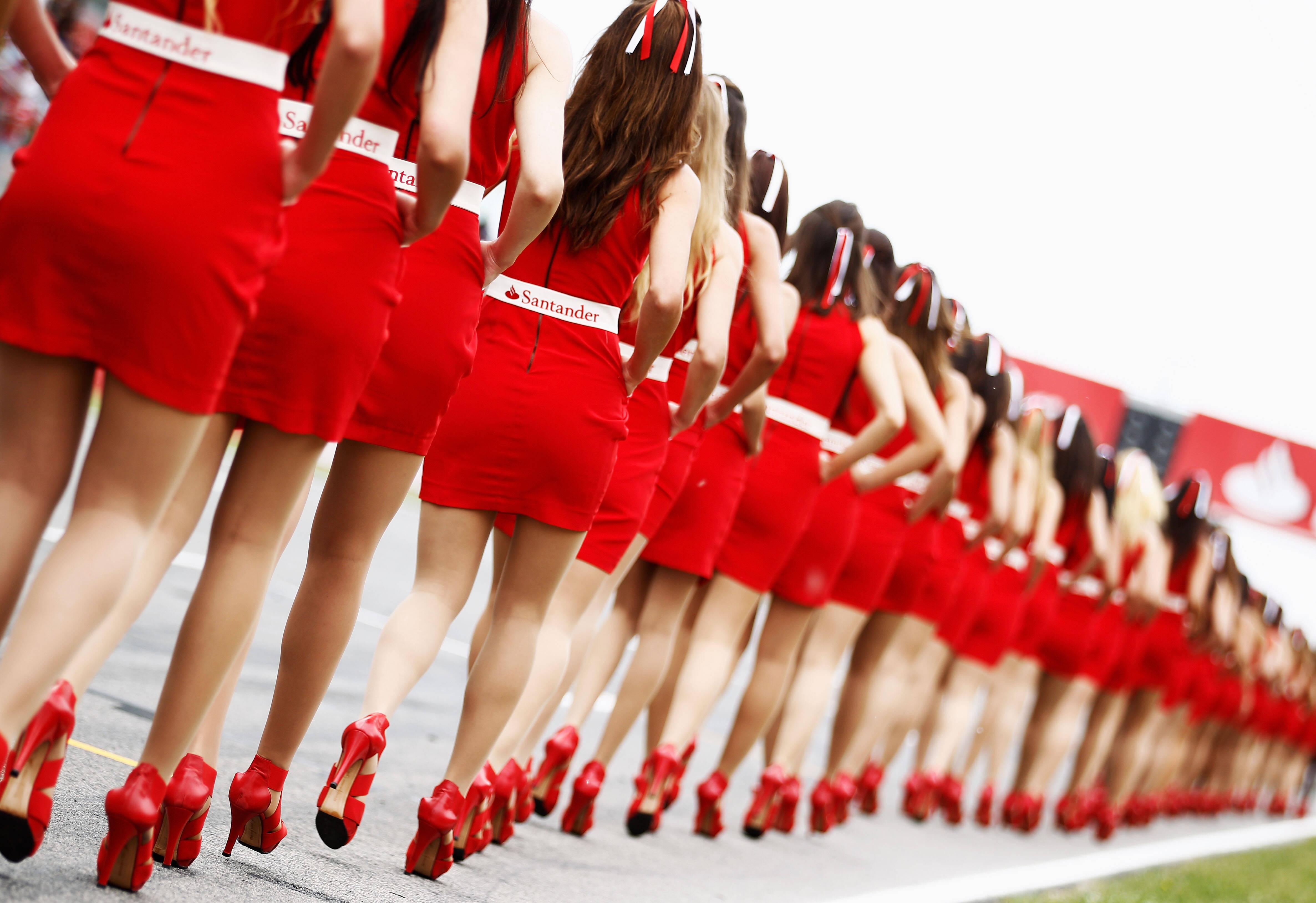 Fila de grid girls antes da prova da Fórmula 1. Foto: Getty Images