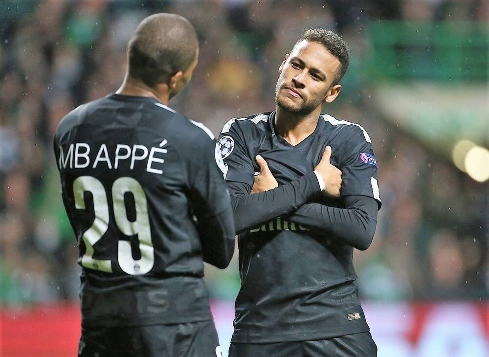 Neymar e Mbappé juntos no PSG. A temporada começa muito boa para ambos. Foto: PSG/SITE OFICIAL/DIVULGAÇÃO