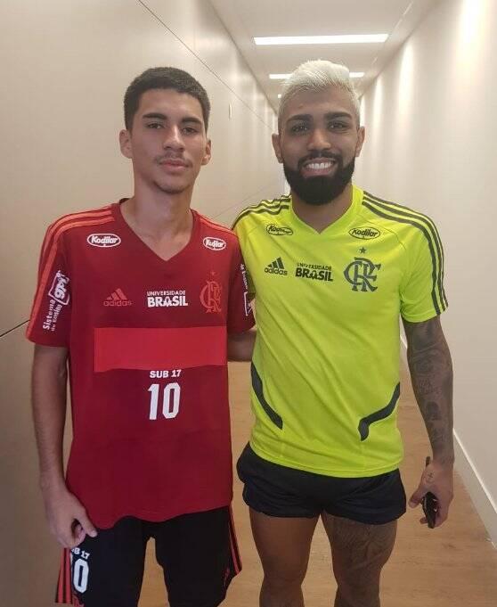 Rykelmo de Souza Vianna, o Bolívia, ao lado de Gabigol, reforço do Flamengo. Foto: Arquivo pessoal