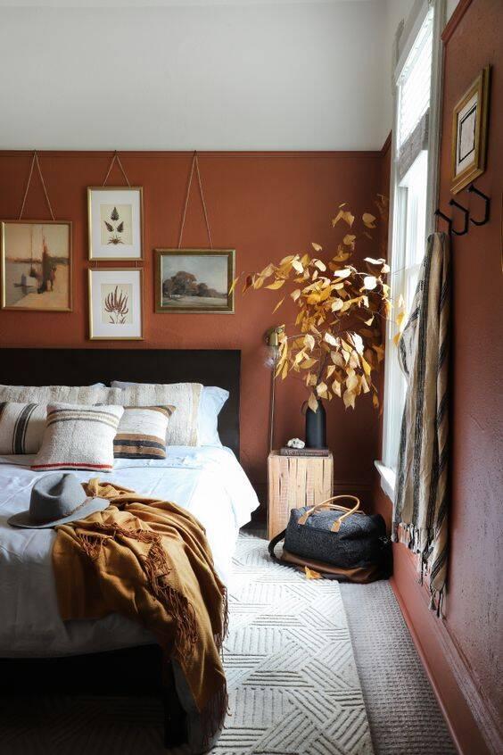 Por proporcionar bem estar, o marrom é comumente usado em paredes de quartos. Foto: Pinterest