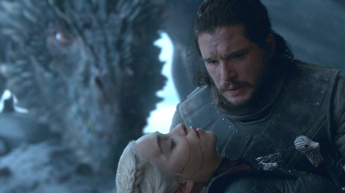 """JNo domingo (19), """"Game of Thrones"""" chegou ao seu final cheio de críticas e surpresas, mas o que talvez tenha mais chamado atenção no desfecho da série foi a morte de Daenerys, que foi assassinada por Jon Snow. Foto: Reprodução/HBO"""