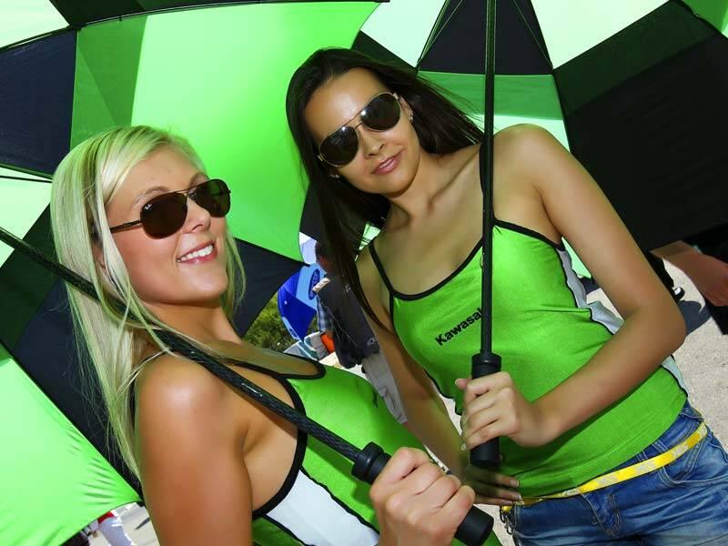 A Superbike teve prova em Magny-Cours, na França, com belas grid girls. Foto: Divulgação/Superbik