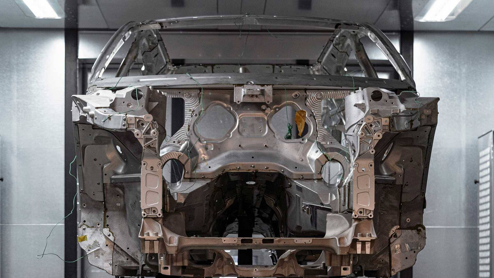 Aston Martin DBX. Foto: Divulgação