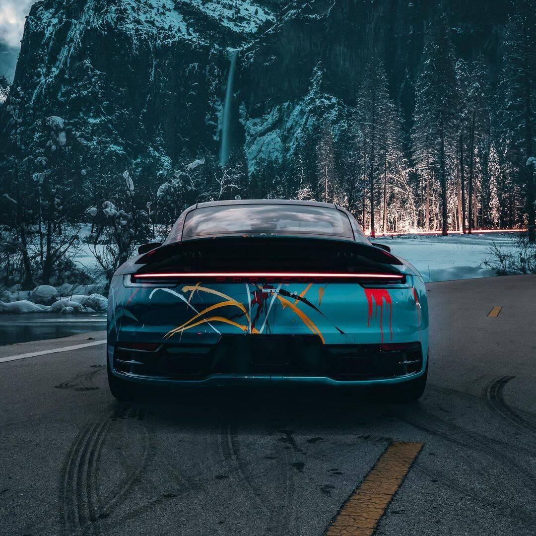 Porsche pintado à mão por Rich B. Caliente e com participação do rapper Rick Ross estará à venda no dia 4 de junho.. Foto: Divulgação