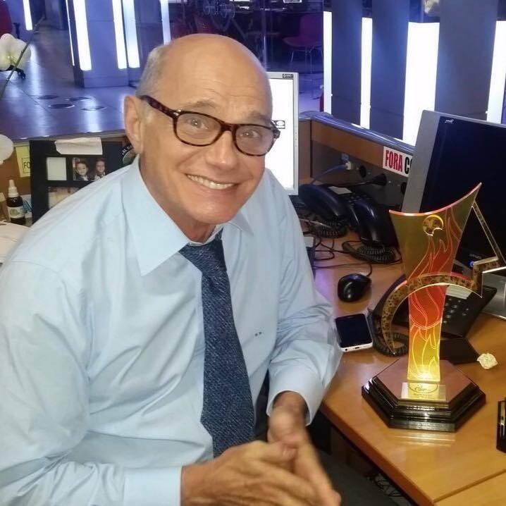 Ricardo Boechat comemora Prêmio Comunique-se de 2015. Foto: Reprodução / TV Band / Instagram