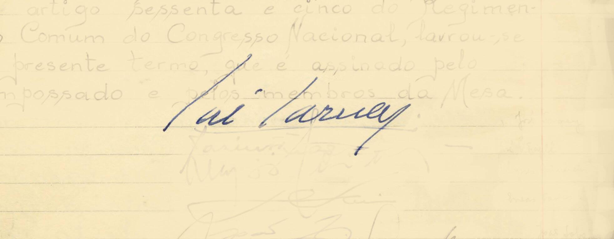 Com a doença de Tancredo, José Sarney assinou um Termo de Posse escrito às pressas, em 15 de março de 1985. Foto: Reprodução / Senado Federal