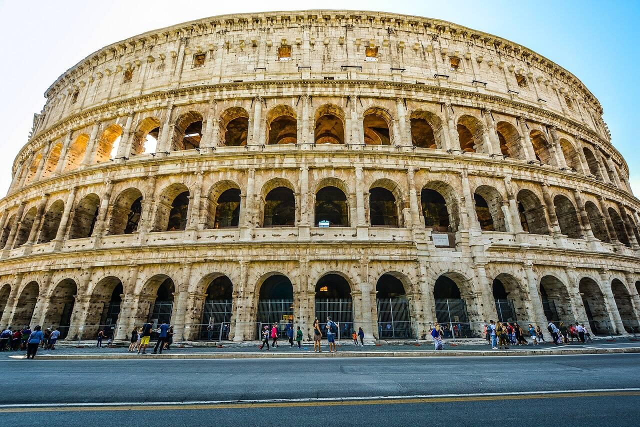 O Coliseu fica a poucos metros de uma estação de metrô. Foto: User32212/Pixabay