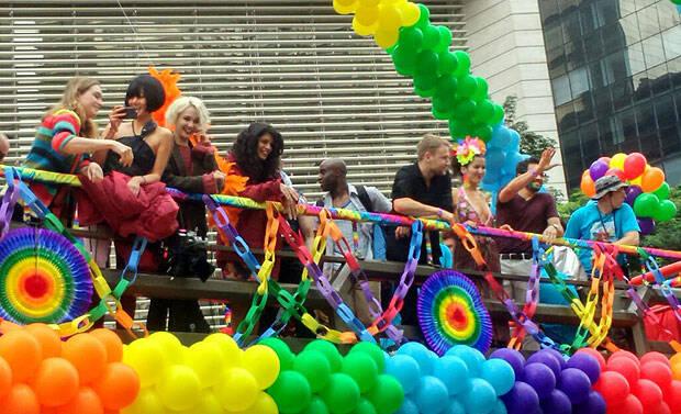 Gravações de Sense8 foram feitas na Parada do Orgulho LGBTQIAP+ de São Paulo. Foto: Reprodução