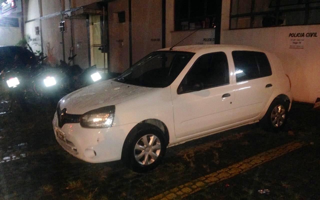 Um dos veículos usados pelos ladrões . Foto: PM Divulgação
