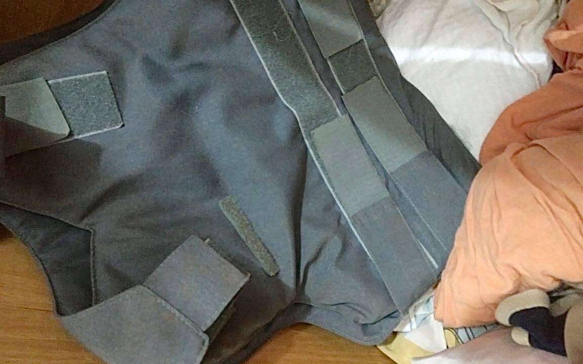 ROTA - Colete à prova de balas achado na casa da namorada do traficante. Foto: ROTA / Divulgação