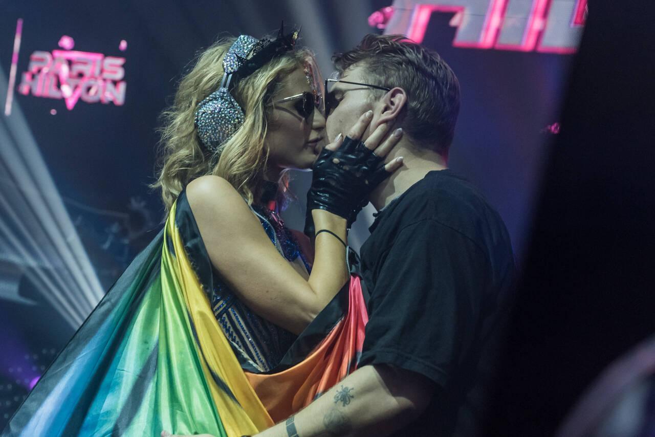 Paris Hilton e o namorado no Carnaval de Salvador. Foto: Caio Duran e Marcelo Brammer / Divulgação
