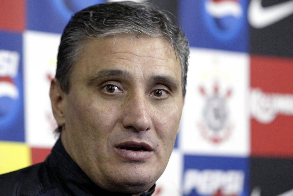 A história de Tite no Corinthians começou no dia 27 de maio de 2005, quando ele foi apresentado pela primeira vez como técnico do time. Foto: Djalma Vassão/Gazeta Press