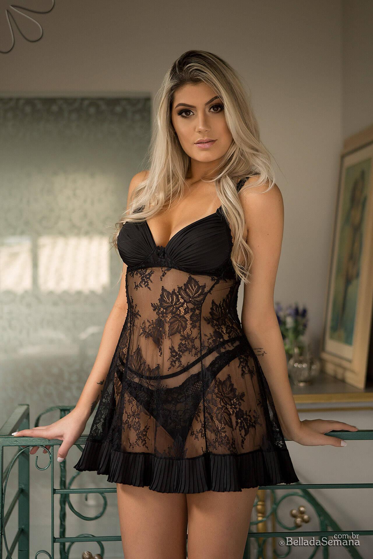 Fernanda Cardoso em ensaio sensual para a revista masculina Bella da Semana. Foto: Vini Marques