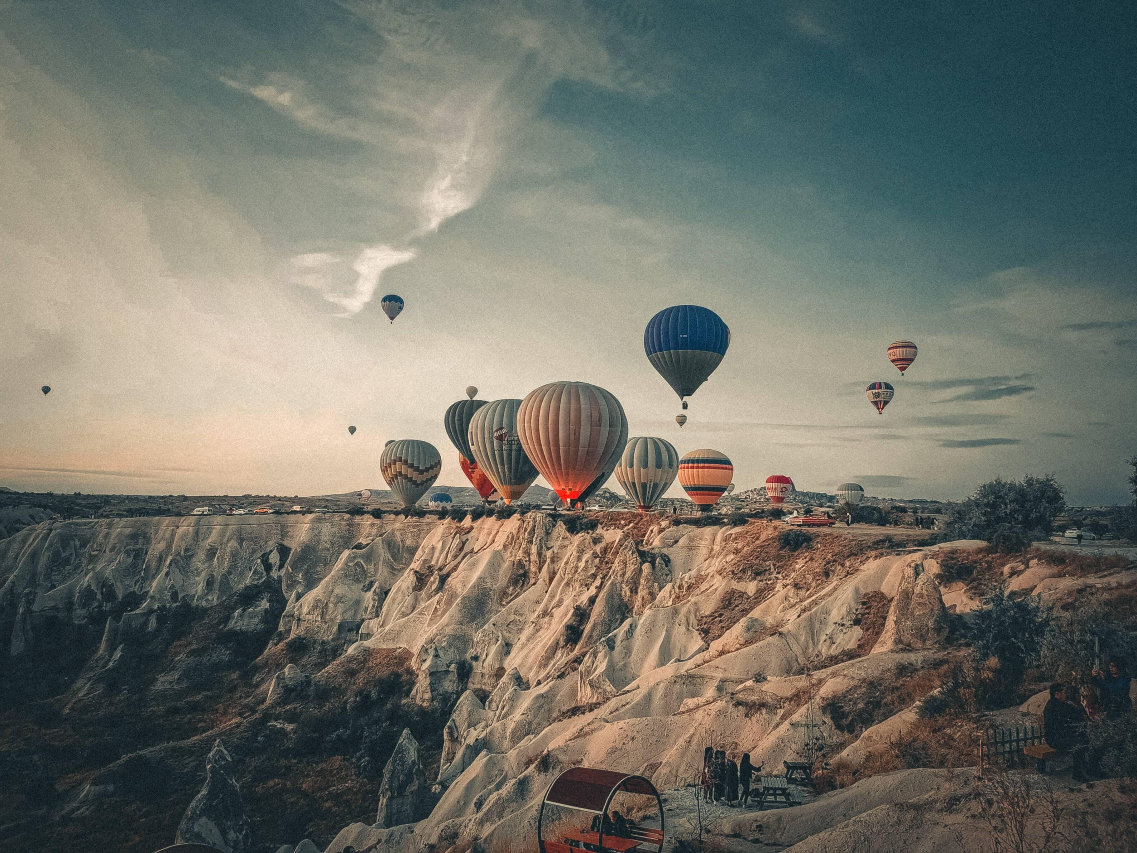 Passeios de balão são muito buscados na Capadócia. Foto: Unsplash