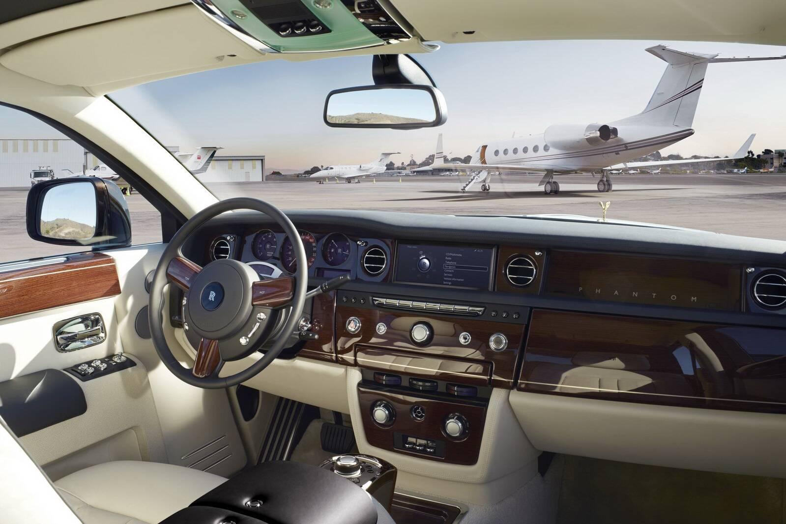 Com o IPVA 2014 do Rolls Royce Phantom S2 2012 é possível comprar um Fiat 500 . Foto: Divulgação