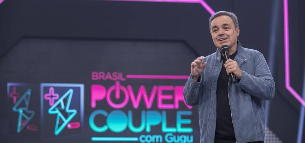 """Com sua melhor audiência, o """"Power Couple Brasil"""" estreou na quarta (01) e, um dia depois, o irmão de Marcelo Bimbi, que está confinado, morreu após sofrer um infarto. Foto: Divulgação"""