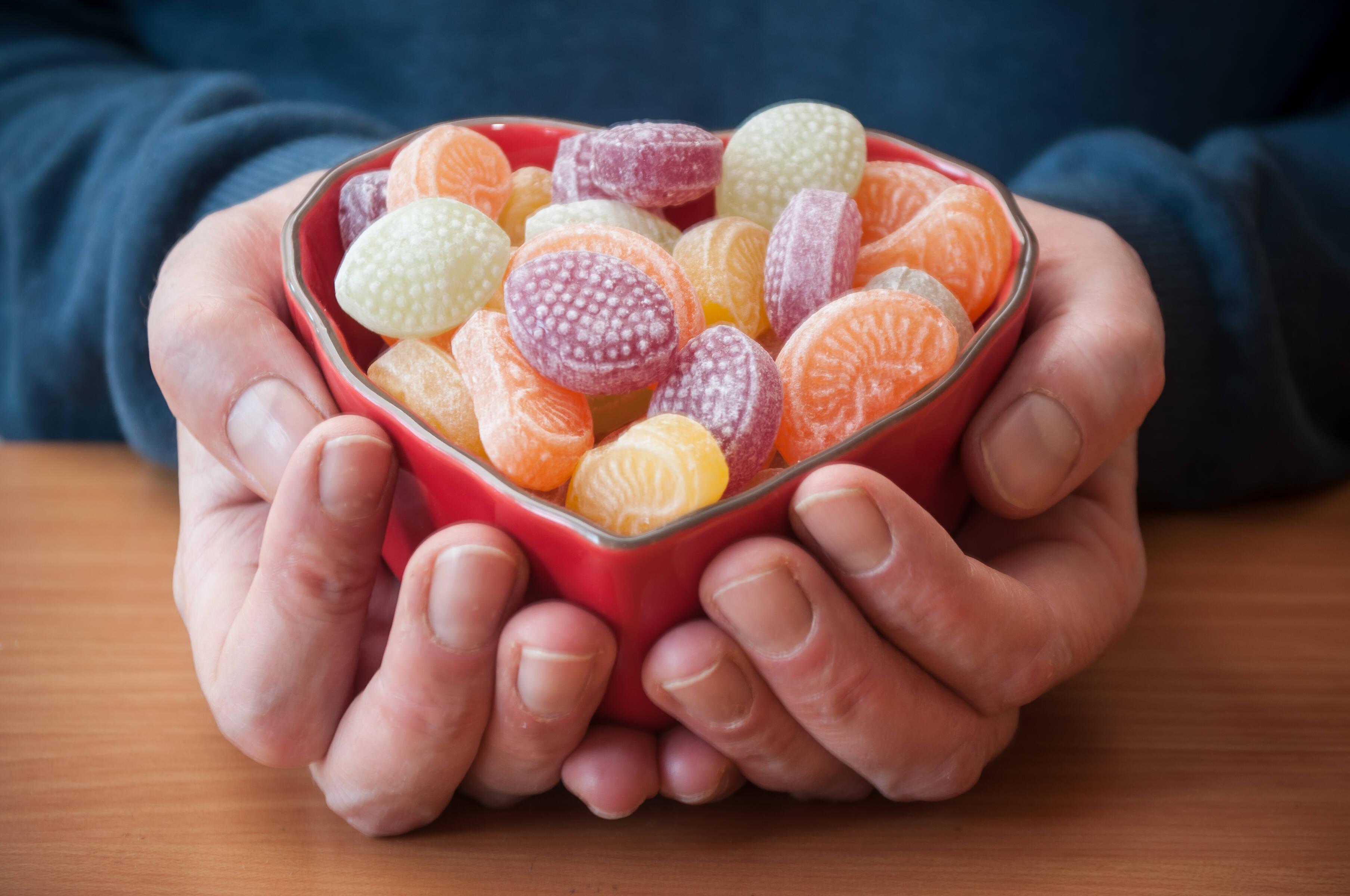Açúcar, principalmente a versão refinada, deve ser evitado. Foto: shutterstock