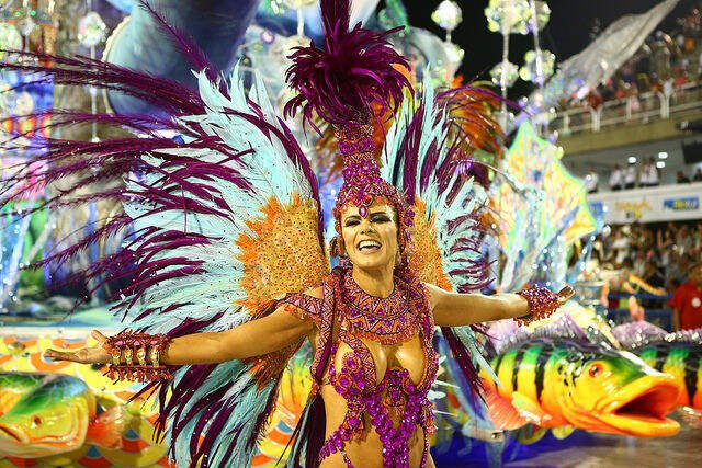 Renata Teruel recicla fantasia para desfilar no Rio. Foto: Riotur/divulgação