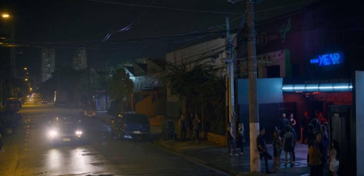Primeiras cenas do episódio mostra a balada The Year, na Rua Mergenthaler, Vila Leopoldina. Foto: REPRODUÇÃO/ NETFLIX
