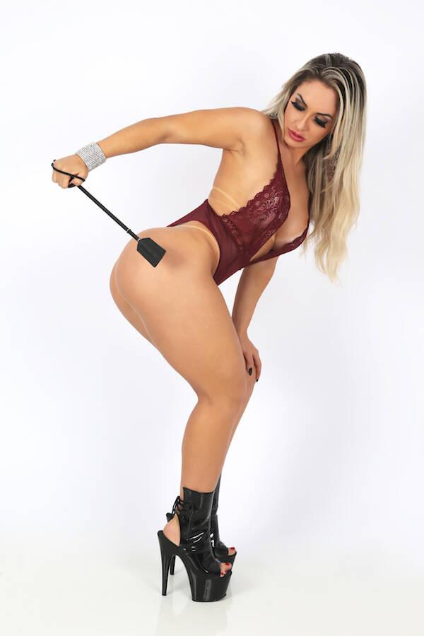 Iara Ferreira em ensaio sensual para a revista Sexy. Foto: Naga / M2 Mídia