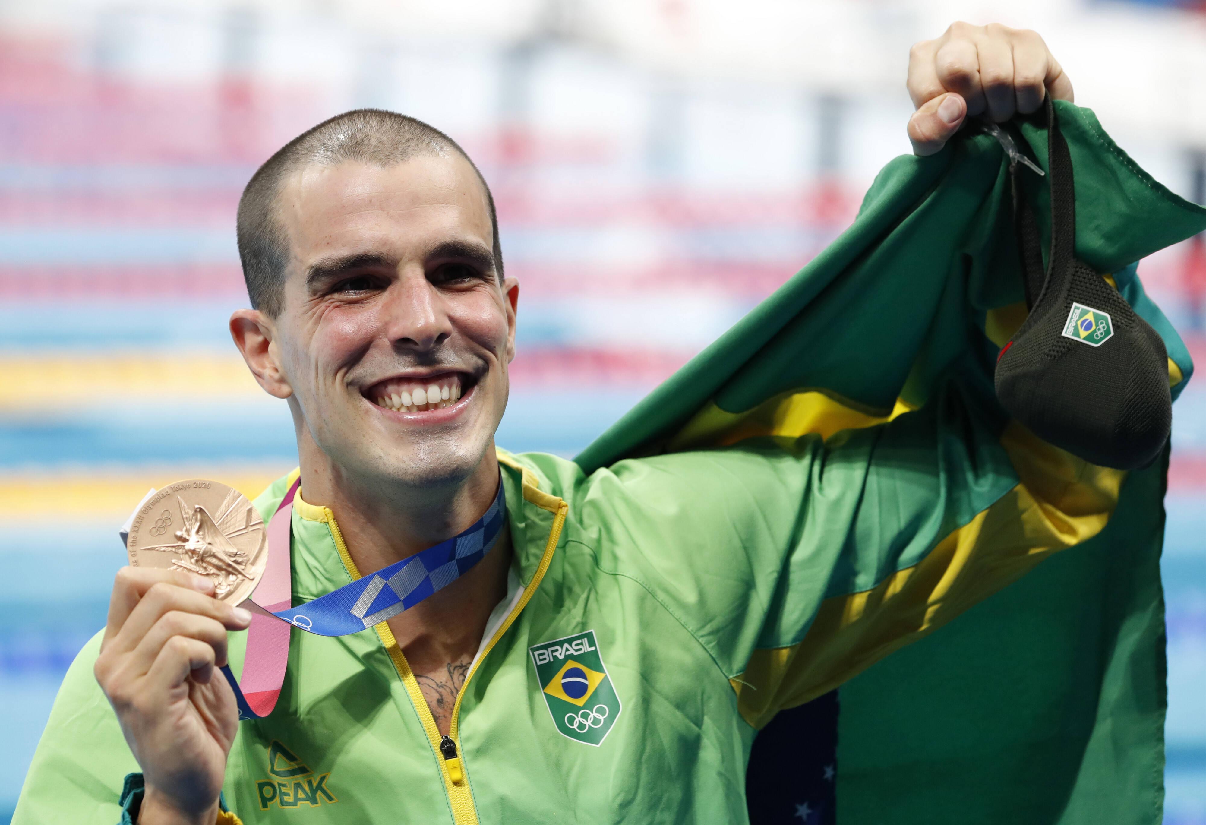 Bruno Fratus com a medalha de bronze das Olimpíadas. Foto: Tokyo 2020 / Twitter