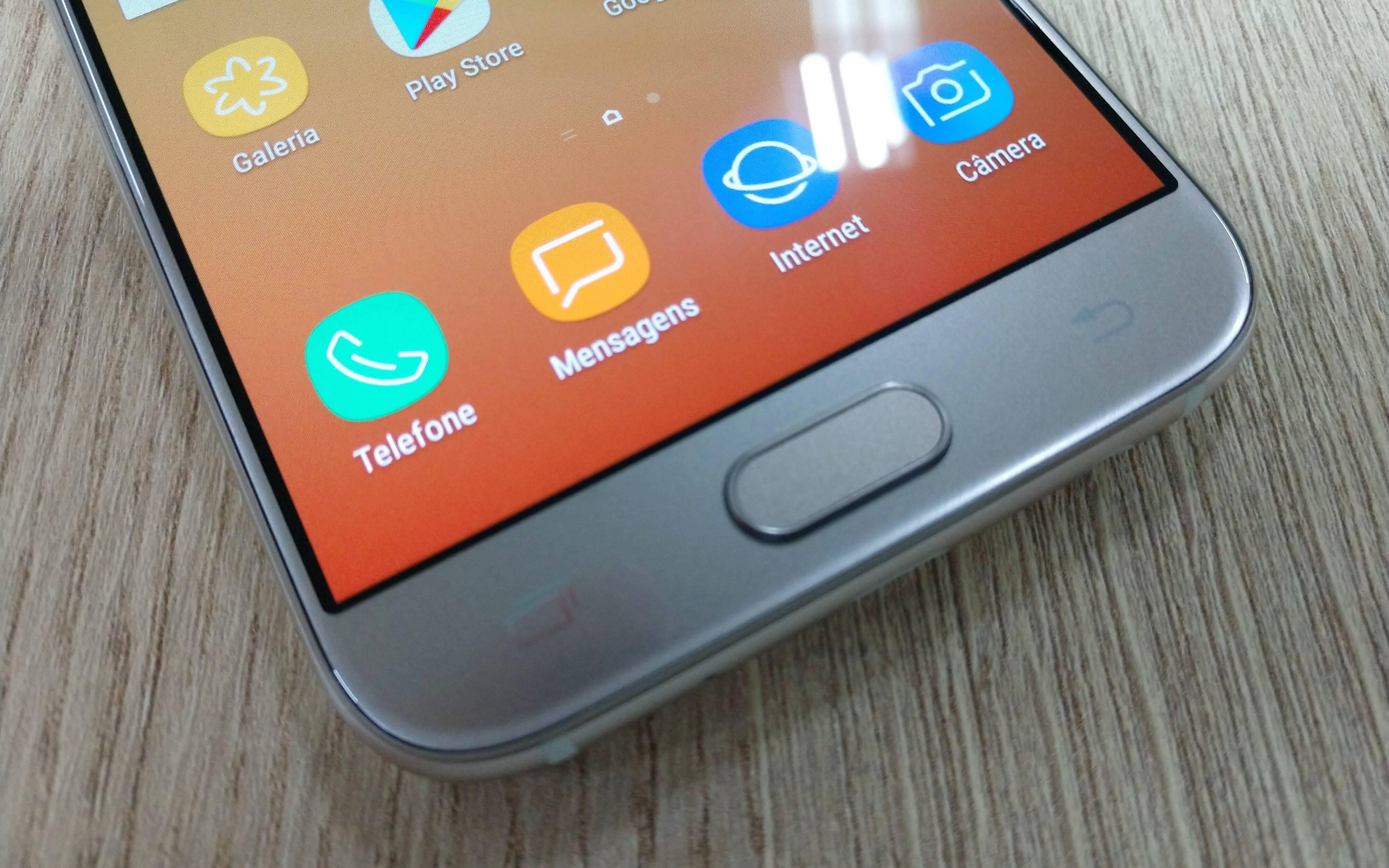 Galaxy J5 Pro oferece leitor de impressão digital para os usuários. Foto: Victor Hugo Silva/Brasil Econômico
