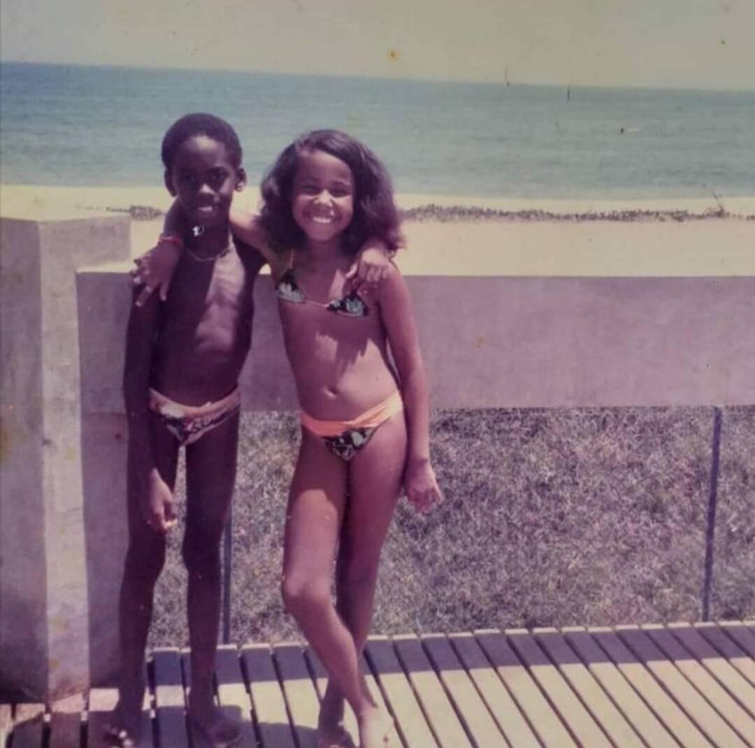 Sérgio, aos 7, e Adriana, aos 10, estavam em uma colônia de férias em 1985 quando ele se declarou; anos depois, os dois se tornariam um casal. Foto: Acervo pessoal