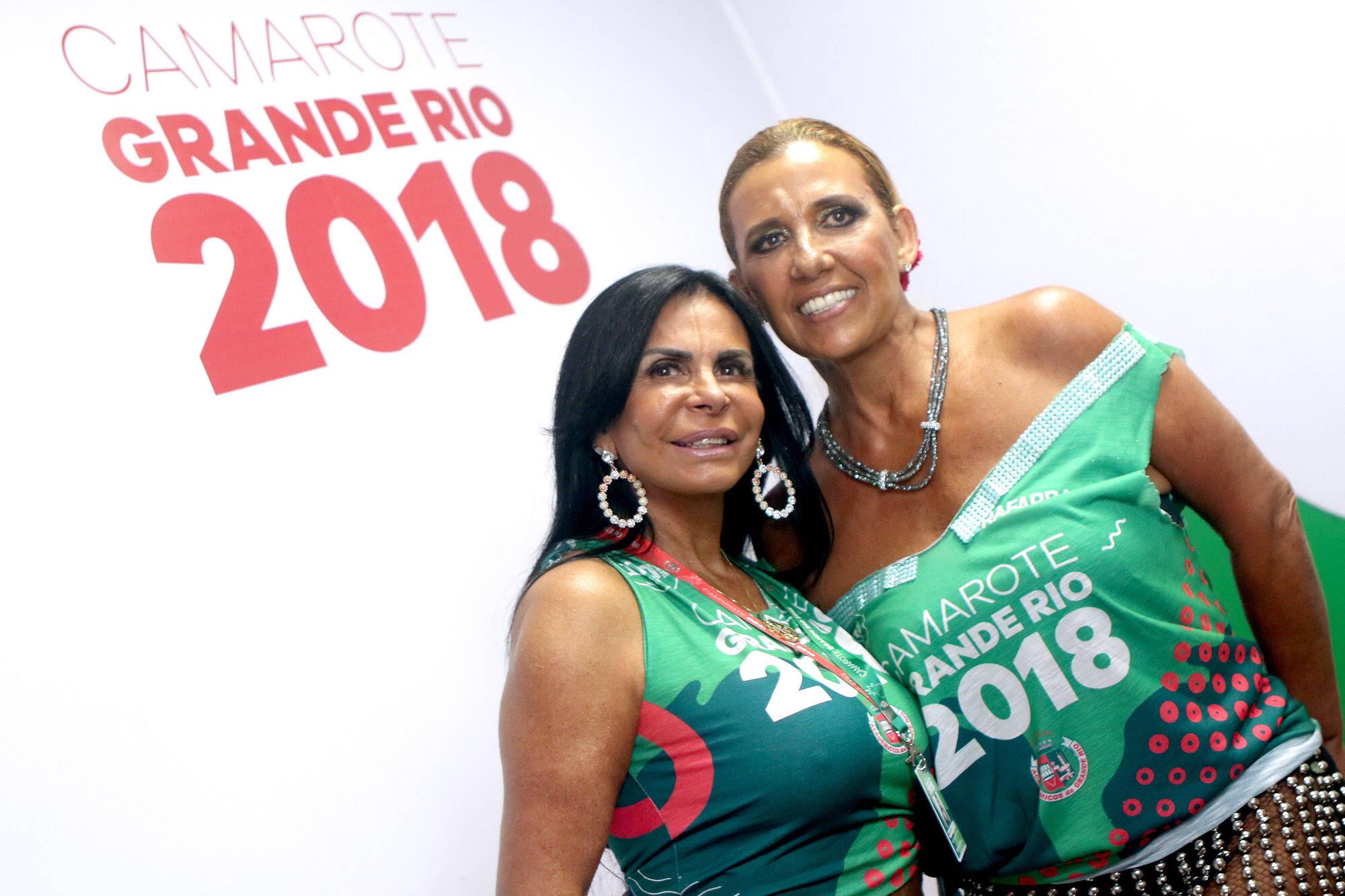 Gretchen e Rita Cadillac juntinhas no Camarote Grande Rio que se transformou no Cassino do Chacrinha na noite do último domingo (11). Foto: ENY MIRANDA/DIVULGAÇÃO