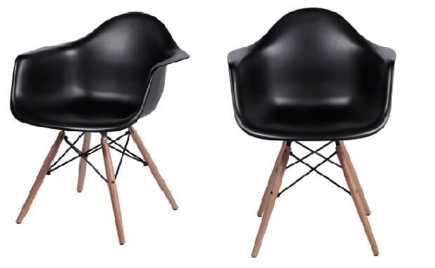 A poltrona preta é elegante e combina muito bem com outros móveis em madeira; móvel está com 47% de desconto no site da Marabraz. Foto: Divulgação